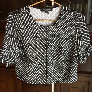 Perceptions Short Sleeve Crop Top Jacket Size M